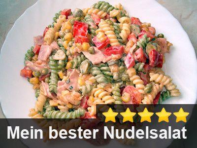 Nudelsalat mit Joghurtdressing     ca. 250 g bunte Spiral-Nudeln     1 kl. Dose Mais (200 g)     1 kl. Dose Möhrchen (200 g)     1 kl. Dose Erbsen (200 g)     1 Paprikaschote, rote     1 Pck. Hinterkochschinken (ca. 250 g)     6-8 Cornichons (kleine Gurken im Glas)     1-2 Flaschen Salatdressing (Joghurt)     frischer oder getrockneter Schnittlauch     Gewürze: Curry, Paprika (edelsüß), Pfeffer schwarz, Salz (alles gemahlen)
