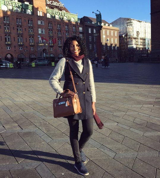 This one cold but beautifully sunny afternoon in Copenhagen ☀️❄️ In front of the City Hall and the Scandic Palace hotel which was really great to stay at cause it's so nicely central to everything and that was really convenient for sightseeing  drinking Glögg at Tivoli Park ☕️ and shopping at Stroget!      #winter #travel #copenhagen #acnestudios #jumpers #jeans #miss_selfridge
