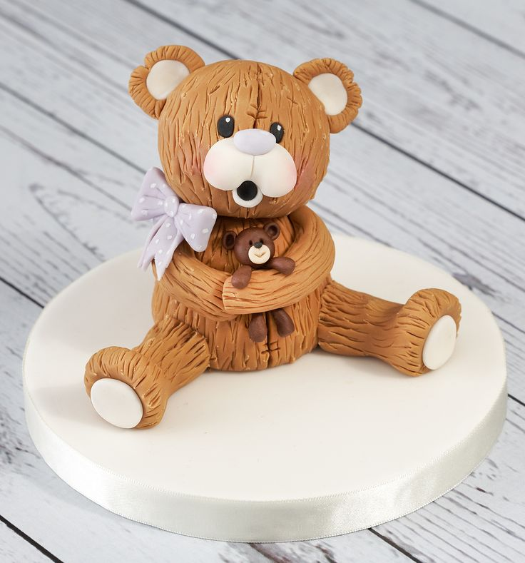 Here's Amelia, another of our Renshaw bears! A soft fur effect has been created in the icing to give a nice textured look.