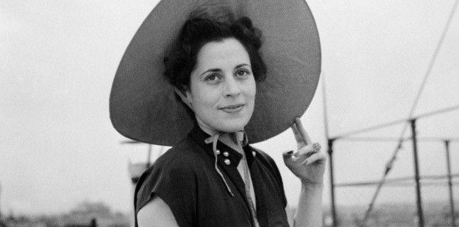 FRANCOISE GIROUD, née le 21 septembre 1916, fonde en 1953, avec Jean-Jacques Servan-Schreiber, «l'Express». Secrétaire d'Etat à la Condition féminine en 1974 et, deux ans plus tard, à la Culture dans le cabinet de Raymond Barre. En 1978 elle écrit son premier article dans «le Nouvel Observateur» et démarre en 1983 sa fameuse chronique sur la télévision. Elle est l'auteur d'une trentaine d'ouvrages, dont «le Bon Plaisir». Elle décède en 2003. (AFP/Images Forum)