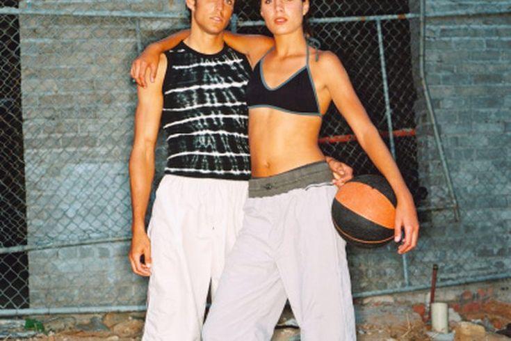 ¿Ayudará el basquetbol a quemar la grasa de la barriga?. Un divertido juego de basquetbol es una manera ideal de pasar el tiempo con los amigos y aliviar el estrés, aunque los saltos de tiro de manera regular pueden también extender tu vida quemando la grasa de tu barriga. La gente que carga con ...