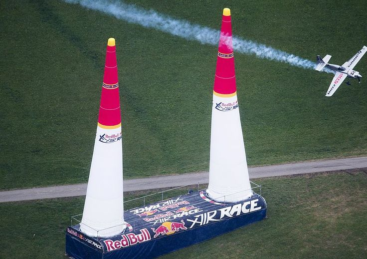 Red Bull Air Race - Hannes Arch