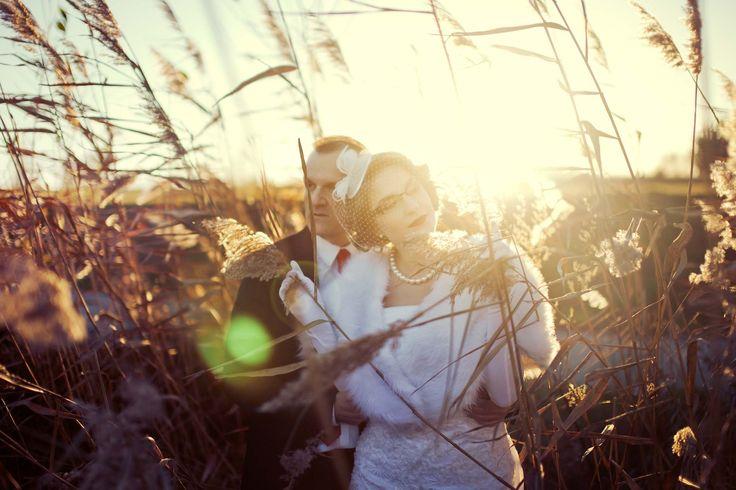 Romantycznie wśród traw :D  www.soft-light.pl  #fotografiaslubna