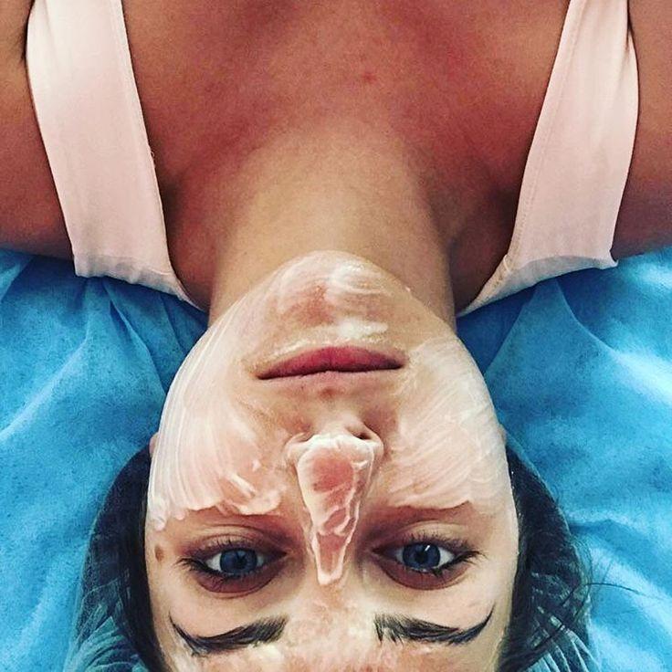 Последний этап чистки лица.. маска успокаивает, охлаждает и сужает поры.  #косметологкиев #косметологиякиев #косметологияпарковемiсто #парковемісто #bfbbar #beautyfaceandbodybar #beautyblog #beautician #cosmetology #аппаратнаякосметология #аппаратныепроцедуры #аппаратнаячисткалица #механическаячистка #механическийпилинг #химическийпилинг #пилинг #карбокситерапия #пробиотическаякарбокситерапия #микронидлинг #вакуумнороликовыймассаж #антицеллюлитныймассаж #медовыймассаж…
