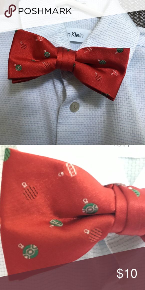 Youth Christmas balls bow tie 🆕 IZOD youth bow tie - Christmas balls on red background. Never worn. Izod Accessories Ties