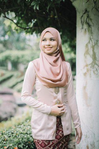 Kebaya Batik Nude