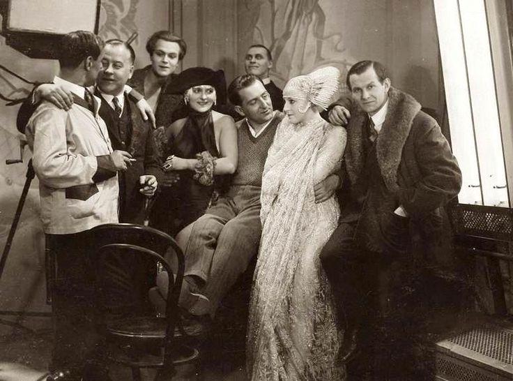 Brigitte Helm, Fritz Lang, Heinrich George and assorted cast & crew on the set of Metropolis (1927, dir. Fritz Lang) Photographer: Horst von Harbou