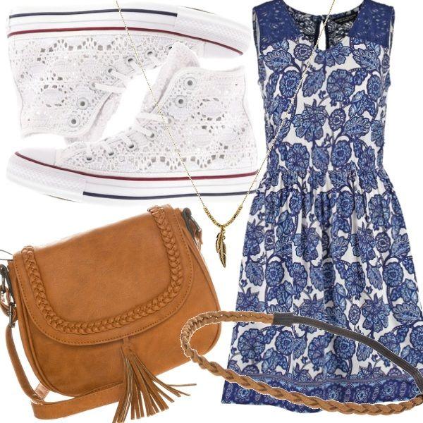 Le Converse bianche macramé sono le compagne perfette  per il  vestito boho bianco e blu. Non possono mancare la tracolla  color cuoio con nappa, collana e coroncina in perfetto stile hippy.