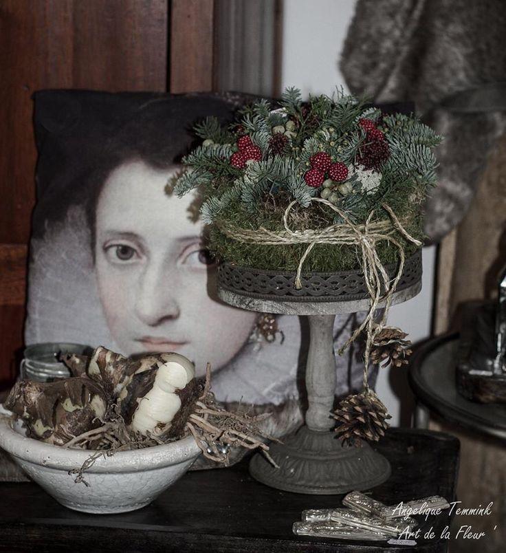 "Fotoalbum Kerst 2014 - www.artdelafleur7.nl Christmas , feston , festoen , blauwspar , fresh green , kerstmis , kerststuk "" Art de la fleur "" , Angelique Temmink Waalboer. , angels , xmas , hedra , deco , Natural , Kersttaart , festoen , feston , mos , robuust."