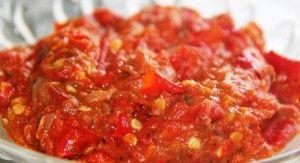 Sambal Terasi Mentah  Bahan :  10 bh  cabai merah 3 bh  cabai rawit 1/2 sdt  garam 1 sdt  gula merah 1 bh  tomat 1 sdm  terasi bakar 1-2 bh  jeruk limau    Cara Membuat :  Potong-potong semua bahan agar mudah digerus, taruh di atas cobek kecuali terasi, gerus/ haluskan.  Masukkan terasi, haluskan kembali. Tambahkan jeruk limau, sajikan.