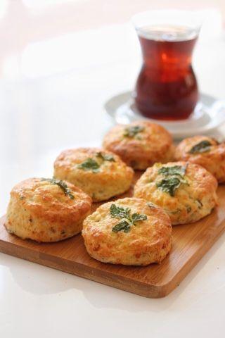 mutfakta Feyza var: Peynirli, Maydanozlu Bisküviler