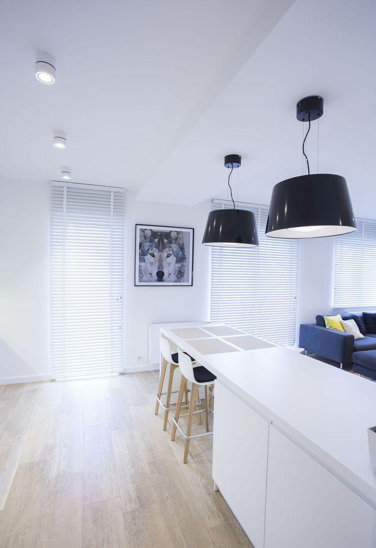 Mieszkanie prywatne, Lublin Oprawy Mistic Broken Matt White Projekt: Beata Jackowska Pracownia Architektury Wnętrz. #kuchnia #architektura #światło #biel #oświetlenie #mistic #lighitng #light #lampa #dom #mieszkanie #design