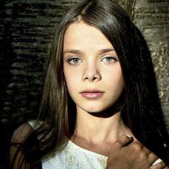 Daria Stefan - Chain the world | Ceașca de Cultură
