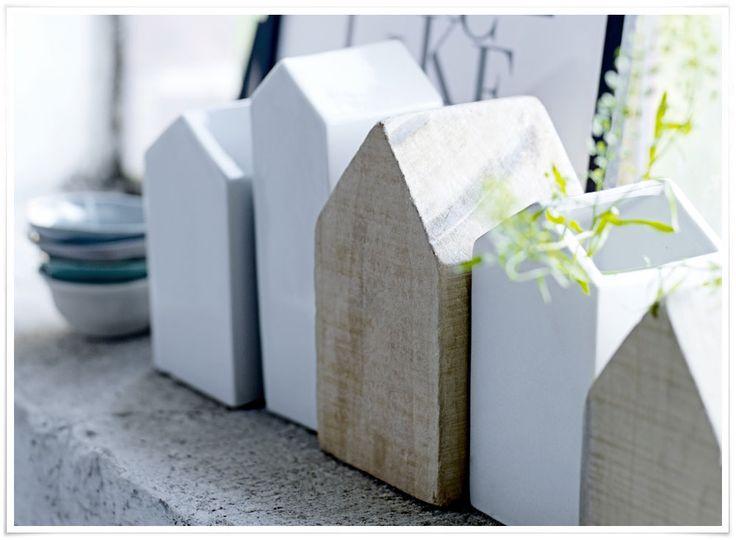 On adore ces jolies maisons au look scandinave, un must-have ! Craquez pour les maisons taillées dans du bois massif et rustique, avec ses irrégularités, ou bien optez pour le béton massif : ces deux matières ont un bel aspect brut qui rend chaque maison unique. Vous pouvez également opter pour les maisons en porcelaine qui sont tout en délicatesse. Ou encore mixez les matières, les tailles et les couleurs pour une jolie touche nordique très réussie !