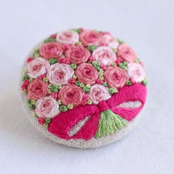 * . Pink rose bouquet . . #刺繍#手刺繍#ステッチ#手芸#embroidery#handembroidery#stitching#needlework#자수#broderie#bordado#вишивка#stickerei