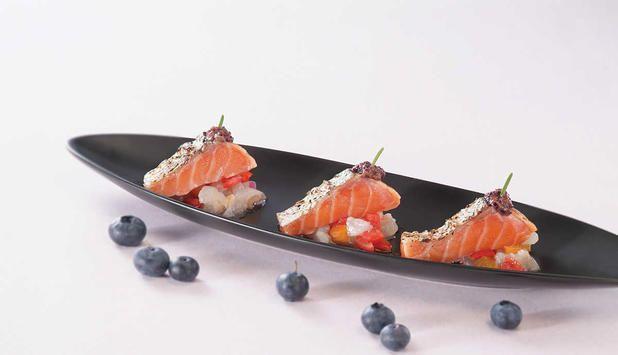 Marinert laks med blåbærpuré