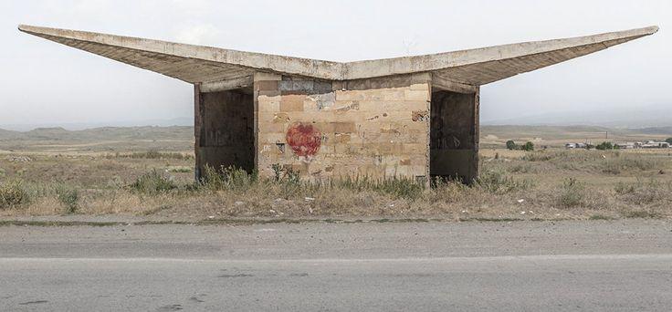 quibbll.com - Кристофер Хервиг (Christopher Herwig): Советская автобусная остановка - Армения, г. Саратак