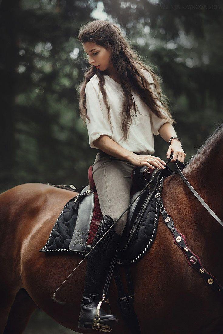 Картинка девушки на коне