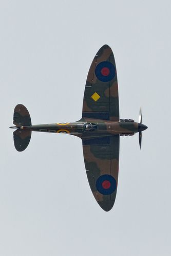 #Supermarine Spitfire  Wow ... what a great spitfire shot!