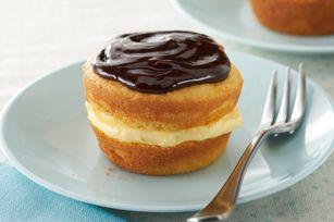 Boston Cream Pie Minis recipe: Cakes Batter, Minis Recipe, Cream Cupcake, Minis Boston, Boston Cream Pies, Pies Cupcake, Yellow Cakes, Pies Minis, Sweet Cakes