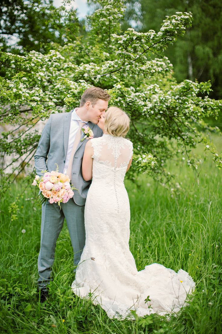 Gorgeous back on this weddingdress in lace!   Photography by Jenny Drakenlind   