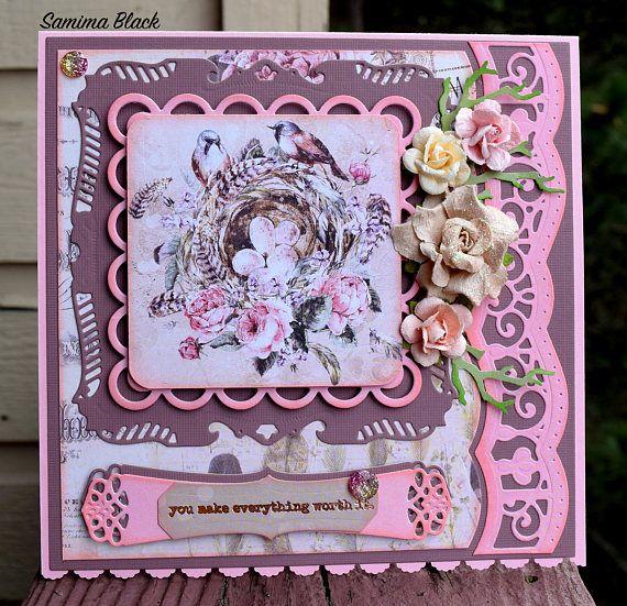 Haces todo vale novia es una tarjeta inspirada en todo lo shabby y romántico. La tarjeta tiene una única, de un diseño y una hermosa expresión de amor y atención hacia su especial. Que se hace para ser notado y apreciado en ocasiones como bodas, duchas de la boda, aniversarios, celebraciones del día de San Valentín y muchos otros. La tarjeta se adorna con adornos, flores, florece y encaje detalles de troquelado. La tarjeta viene en un conjunto con una caja que empareja, hecho a mano y…