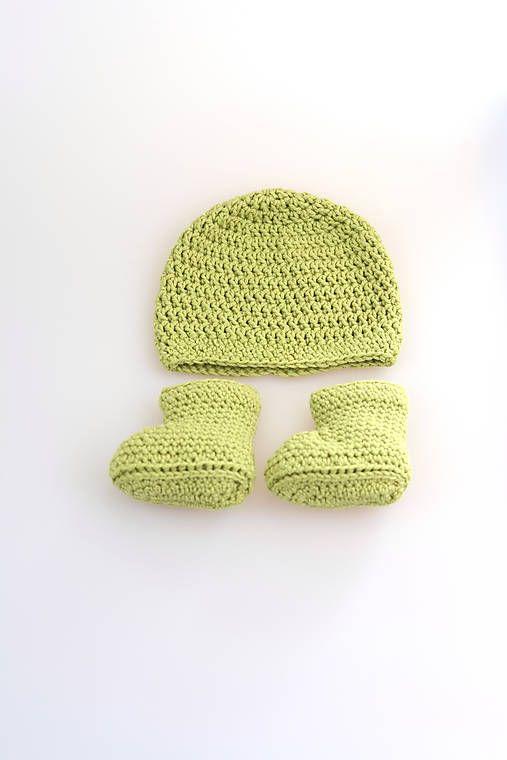 Čiapka a čižmičky pre novorodenca sú ručne háčkované z prírodného materiálu-z kvalitnej zelenej nórskej priadze - v pomere 50% merino vlny tej najvyššej triedy a 50% mäkkej, jemnej dlhovl...