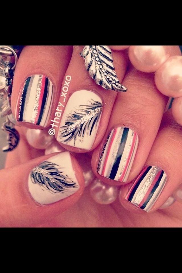 OMG I loveeee feathers! :)