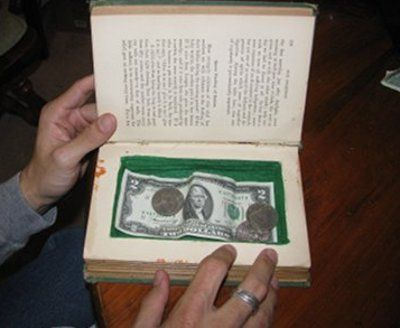 DIY Secret book safe- I love old books so I dont know if I can get myself to do this! Well... Maybe a newer badly written novel