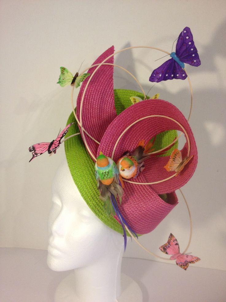 chapeau de mariage en paille et envolée de paillons et oiseaux création Un chapeau à Auteuil