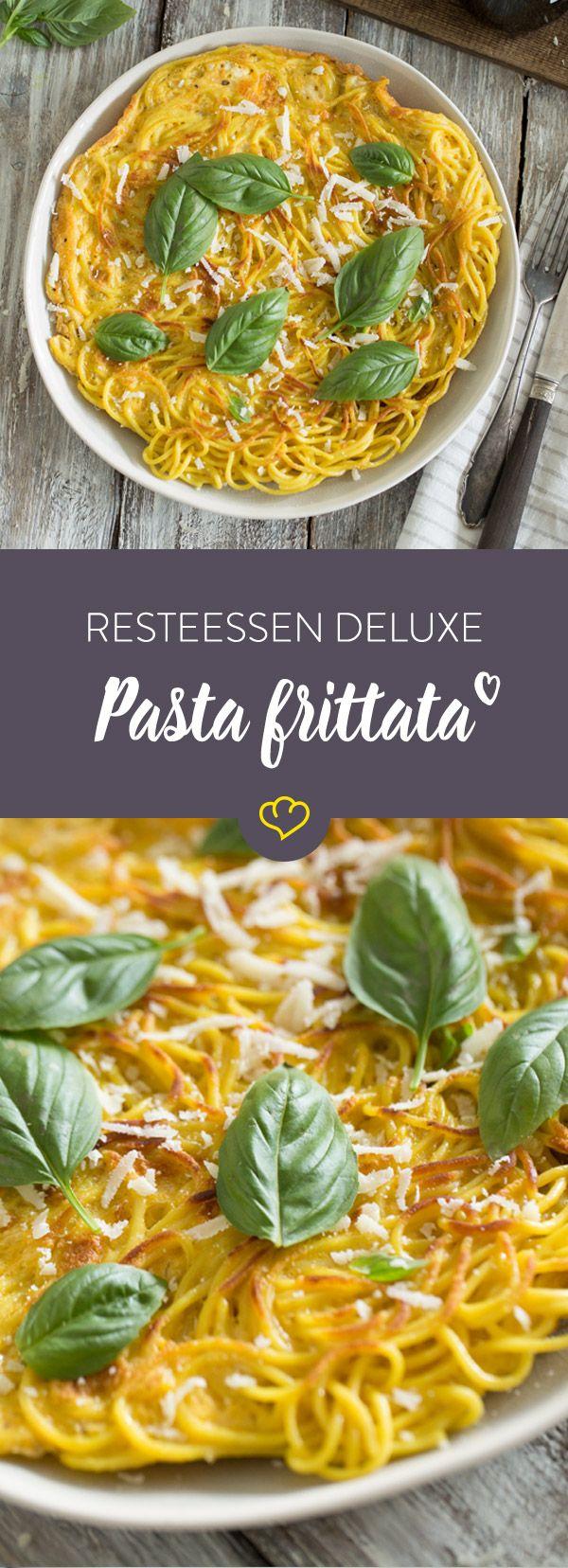 Diese Frittata verwertet gekochte Nudeln, Eier und Parmesan und zaubert daraus ein unglaublich leckeres Essen, dass du ganz easy aufpeppen kannst.