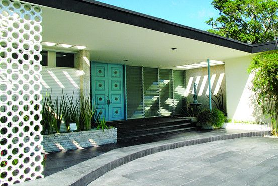 mid-century modern homes ~ love the aqua colored front door and the dark grey trim
