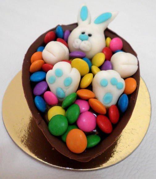Coelho dentro de meio ovo , 100grs(ovo+recheio), no saquinho com lacinho. Recheio Brigadeiro ou chocolate cremoso e confete