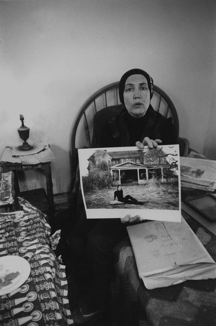 Grey Gardens: rarely seen images from the film about the eccentric Beale family