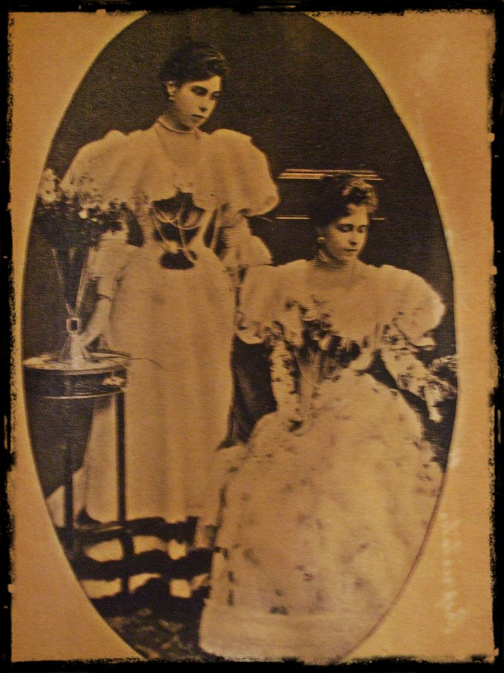 Marie and her sister, Victoria Melita