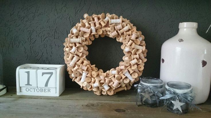 Wooden spool wreath, houten klosjes krans