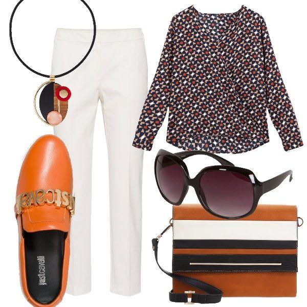 Look vintage con un tocco di modernariato. la scarpa moderna in contrasto con la fantasia della camicia decisamente anni 70, il pantalone bianco a sigaretta, un must dell'eleganza, e gli accessori ricercati e di grande effetto.