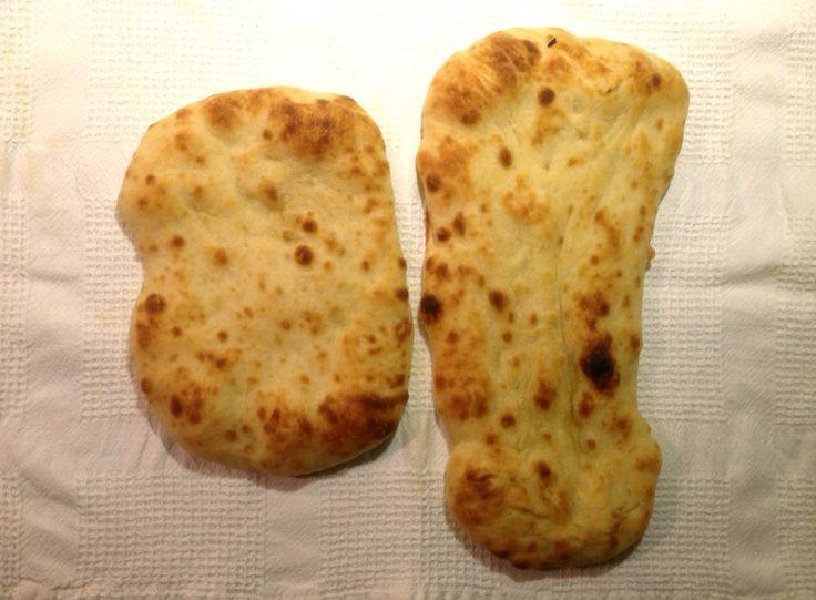 Intialaisen keittiön vakilisuke hoituu myös ilman tandooriuunia. Jogurtin mehevöittämä ja kirkastetun voin silaama läpyskä voittaa tuoreena kaupan versiot mennen tullen. Ja on helppo valmistaa.  Lue loppuun →