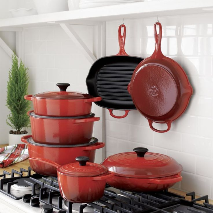 Le Creuset ® Signature 9-Qt. Round Cerise Red French Oven with Lid
