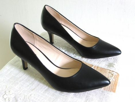 ERAM Escarpins http://www.videdressing.com/escarpins/eram/p-5083296.html?&utm_medium=social_network&utm_campaign=FR_femme_chaussures_escarpins_5083296