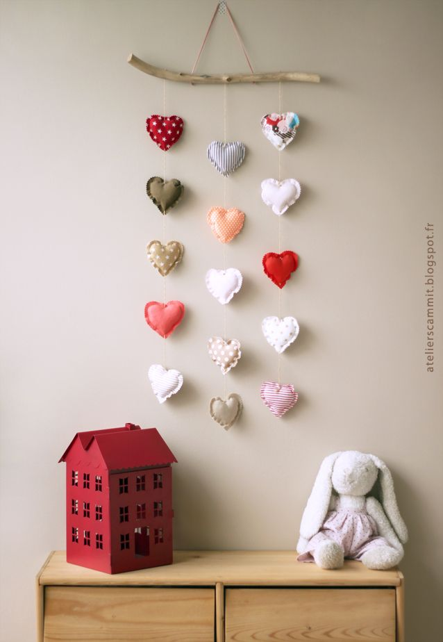 Very sweet fabric heart mobile. atelier scämmit: #kids #decor #nursery
