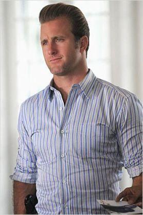 「Hawaii Five-O」でもシャツが似合うスコット・カーン