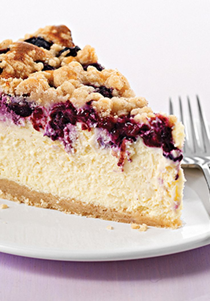 Cheesecake PHILADELPHIA con moras azules y cobertura de migas- Este riquísimo cheesecake contiene toda la cremosura del queso crema PHILADELPHIA junto con la frescura de las moras azules (blueberries).
