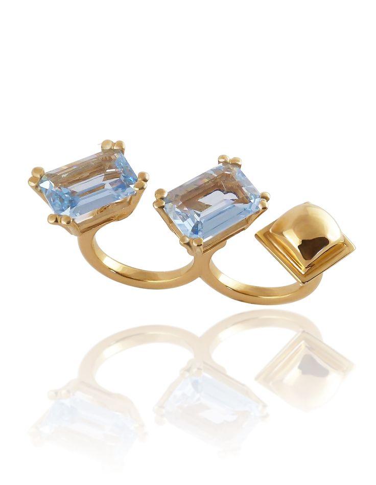 Dos topacios azules hidrotermales en un anillo edición limitada sólo de venta en @acentopalmbeach