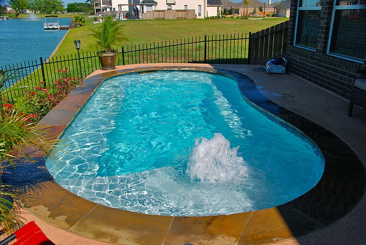 Small pool design with a tanning ledge and bubblers. Pool builder, Redman Pools