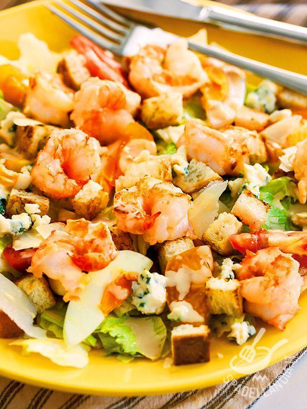 Insalata di gamberi, scarola e gorgonzola: con pochi minuti di preparazione otterrete una pietanza gustosissima e molto raffinata!