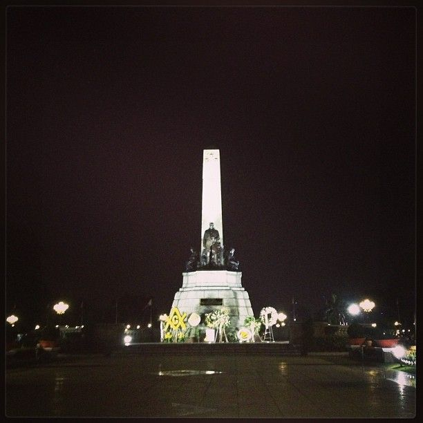 Rizal Park in Maynila, City of Manila - you did not visit Manila if you have not had your picture taken in front of Rizal Monument (Jose Rizal is our National Hero). This is aka the Times Square of Manila.. MR (MUST VISIT at NIGHT!) - MR