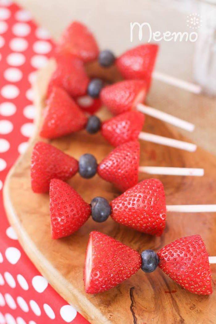 laços feitos de fruta