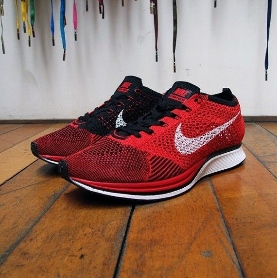 NIKE FLYKNIT RACER (RED/BLACK)