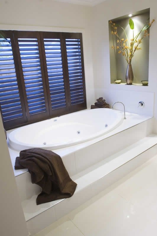 Spa bath in Metricon - love the step, darker inset paint and shutters!!